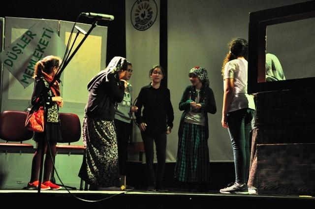 Atatürk Ortaokulu tiyatro
