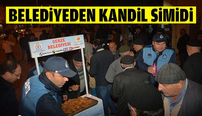 Belediye Kandil Simidi Dağıttı
