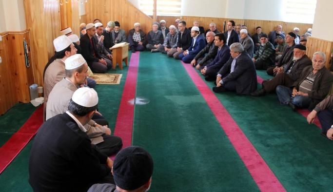 Vali İpek Göllü Köyünde Düzenlenen Mevlit Programına Katıldı