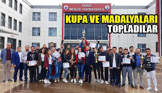 Yüksekokul öğrencileri ödülleri topladı
