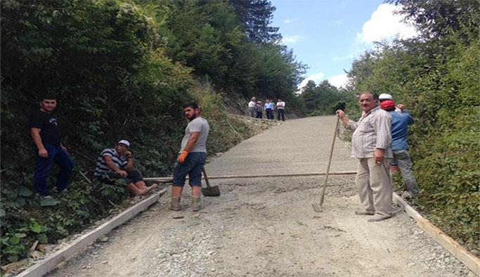 Köy grup yolları betonlanıyor