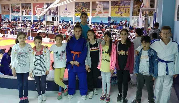 Gerzeli judocu rakiplerini eledi