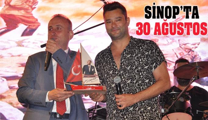 Sinop Zafer Bayramını Doyasıya Kutladı