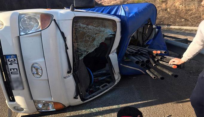 Kamyonet kaza yaptı: 2 Yaralı!