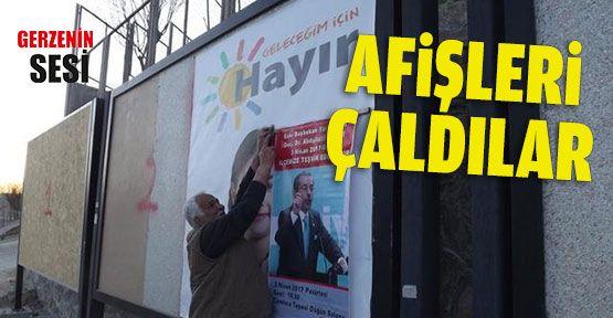 Abdüllatif Şener'in Konferans Afişleri Çalındı