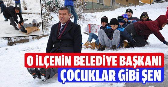 Belediye Başkanı Çocuklarla Birlikte Kartopu Oynadı