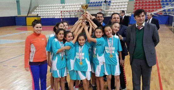 Gerze Atatürk Ortaokulu Hentbolda İl Birincisi