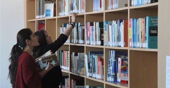 Gerze MYO'nun Yeni Kütüphanesi Hizmete Açıldı