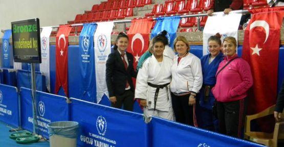 Gerze'den Türkiye Finaline 3 Sporcu