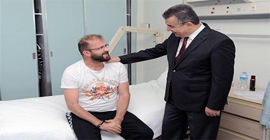 Mardin Dargeçit'te Yaralanan  Sinop'lu Polis Memurunu Ziyaret Etti