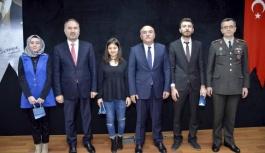 Kazandıkları ödülü Mehmetçik Vakfı'na...