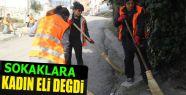Bayanlar Sokak Temizliği Yapıyor