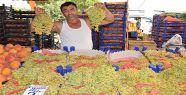 Halk Pazarında Tezgahlar Renkli